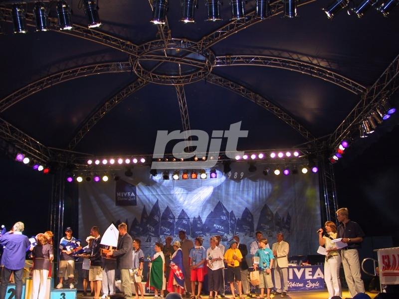 Duża estada RAJT podczas koncertu