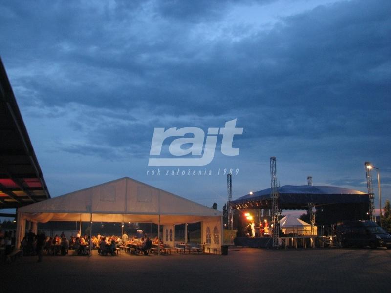 Duża Estrada oraz hala namiotowa RAJT podczas imprezy masowej