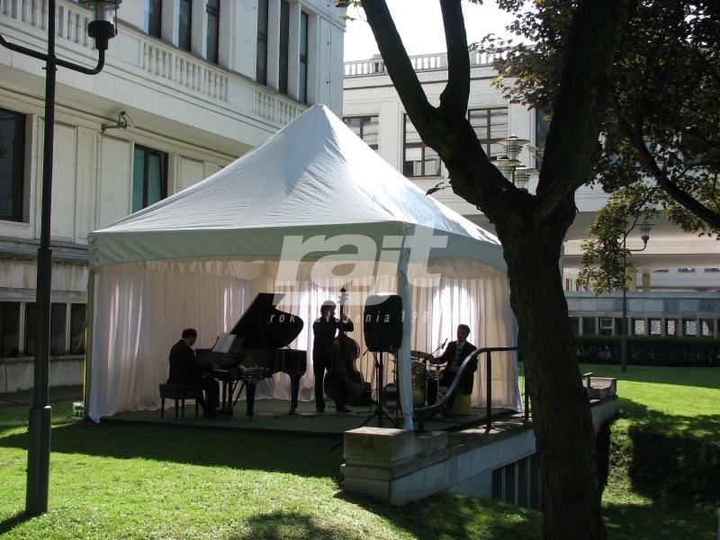 Namiot czworokątny RAJT podczas kameralnego koncertu