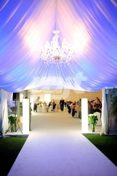Bardzo efektowne i eleganckie wejście do hali namiotowej