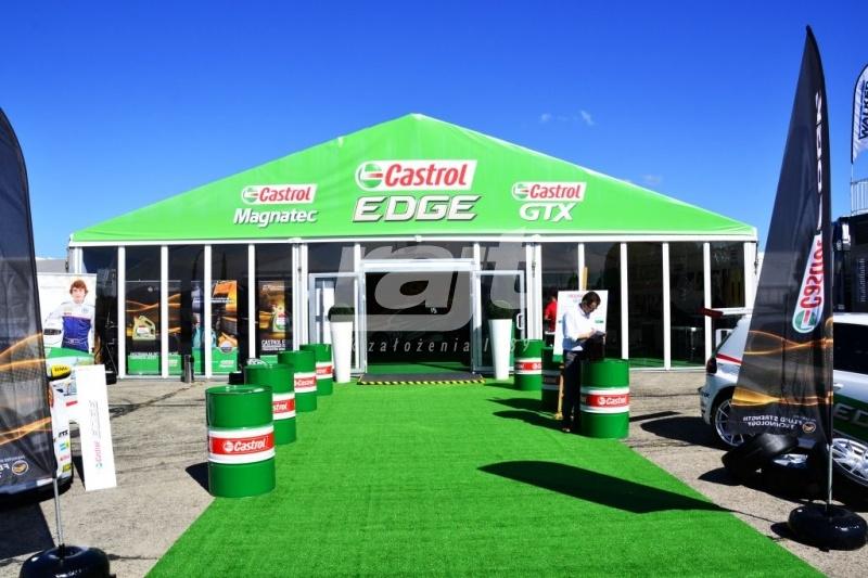 Prezentacja produktów firmy Castrol w halach namiotowych RAJT