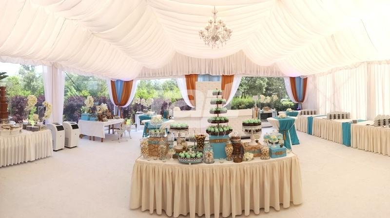 Efektowny i oryginalny wystrój hali namiotowej RAJT na wesele plenerowe